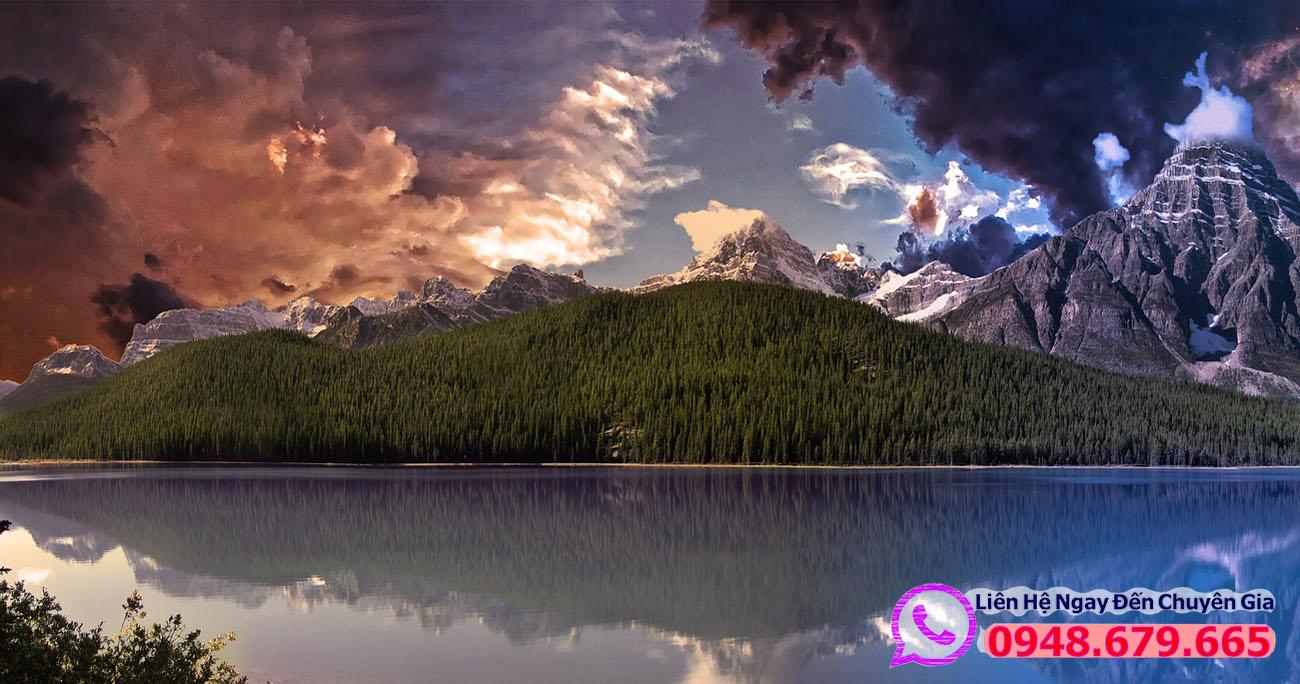 Cảnh rừng núi ở Canada