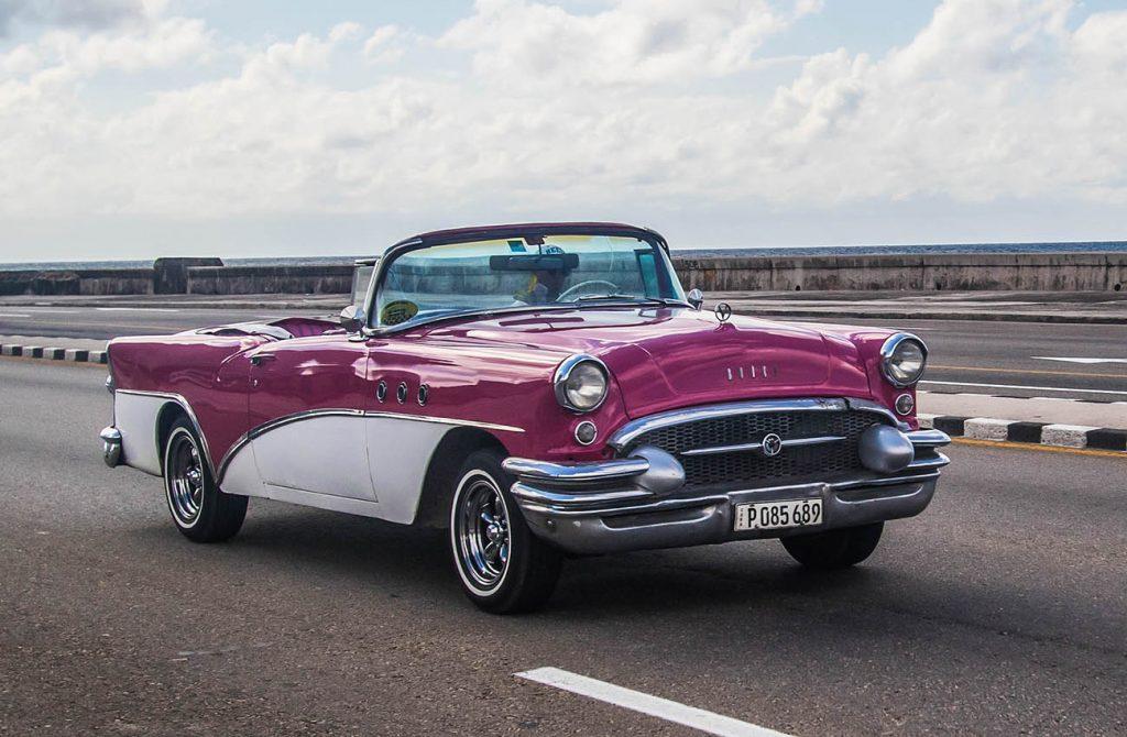 cảnh xe ô tô phổ biến ở Cuba