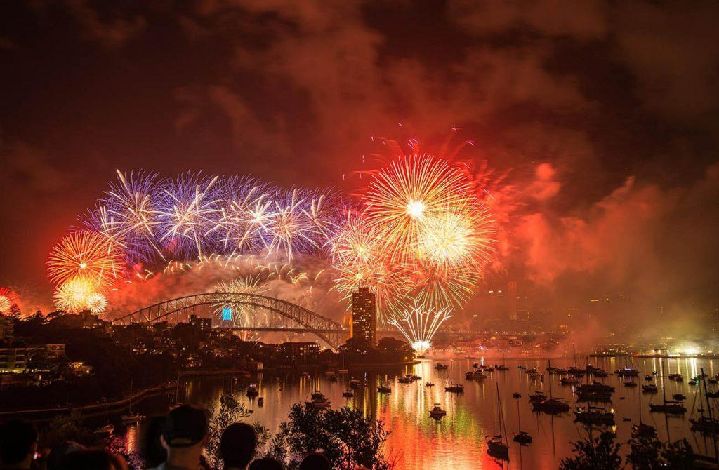Bắn pháo hoa dịp giao thừa ở cầu cảng Sydney