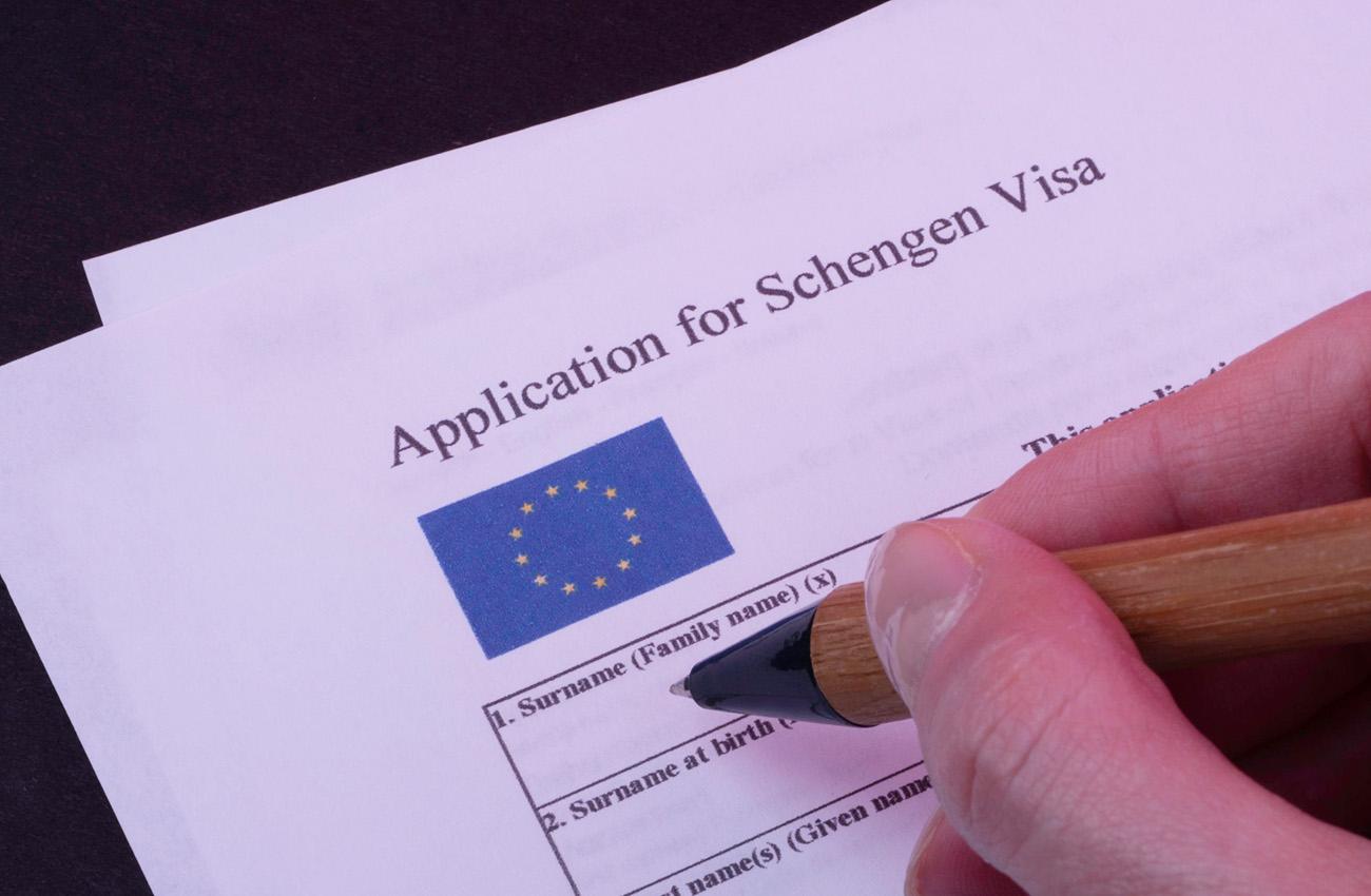 Làm tờ khai xin visa