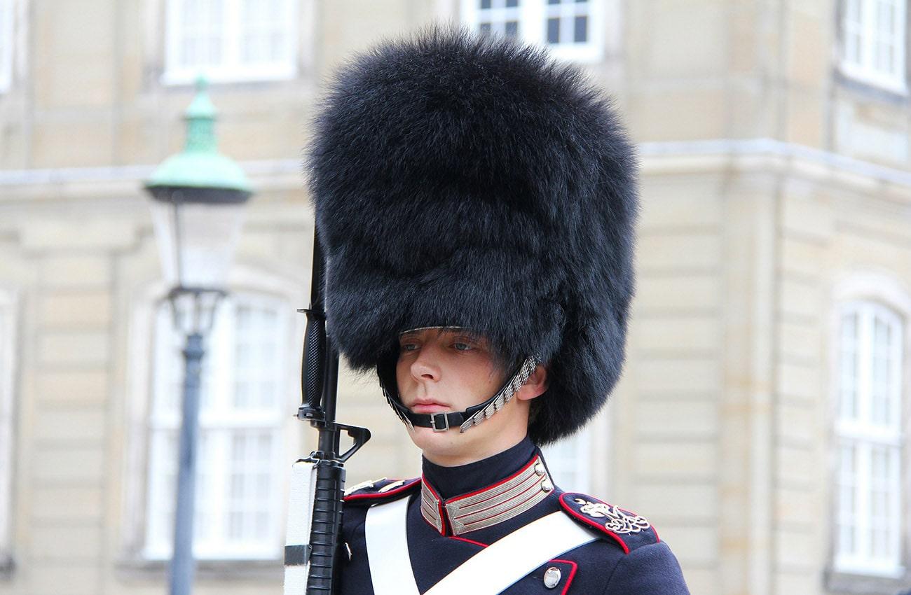 Trang Phục Lính Gác Hoàng Gia Đan Mạch